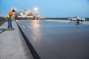 Pavimentadora Wirtgen pista aeropuerto