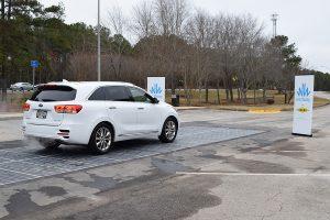 carretera solar con placas fotovoltaicas