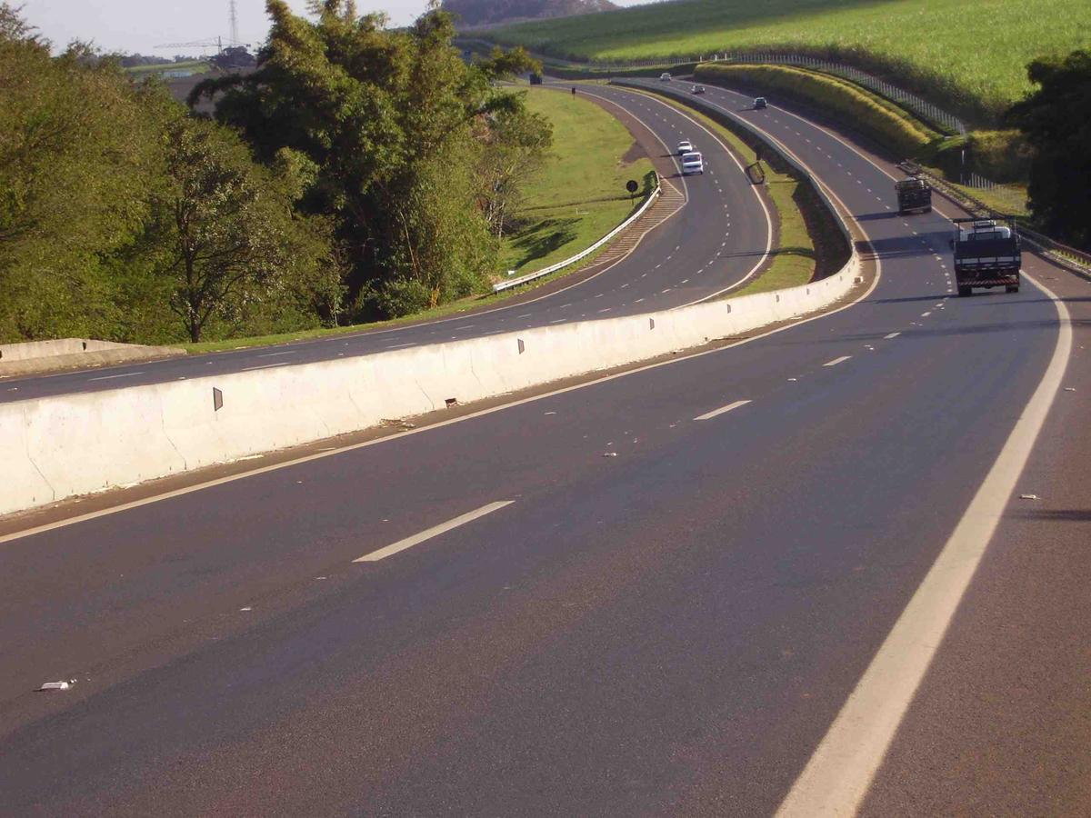 Eligiendo la barrera de seguridad adecuada carreteras - Barrera de seguridad ...