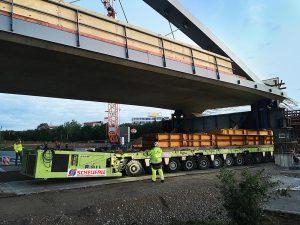 Scheuerle transporta un puente de 130 metros3